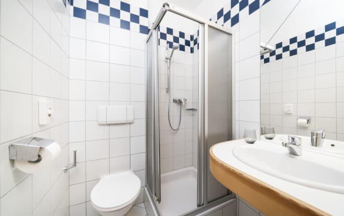 Badezimmer Einzelzimmer und Doppelzimmer und Doppelzimmer Superior und Junior Suite