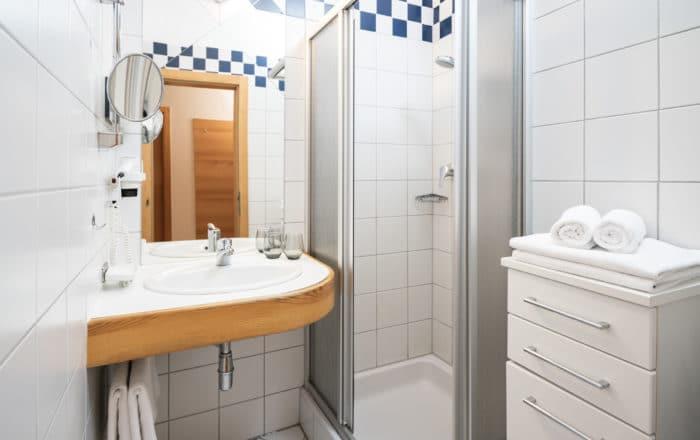Badezimmer Doppelzimmer und Doppelzimmer Superior und Juniorsuite