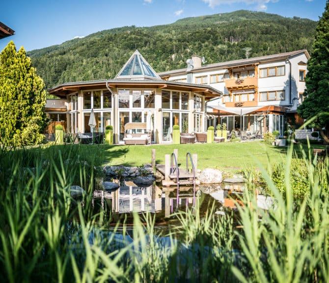 Hotel mit Naturschwimmteich und Garten